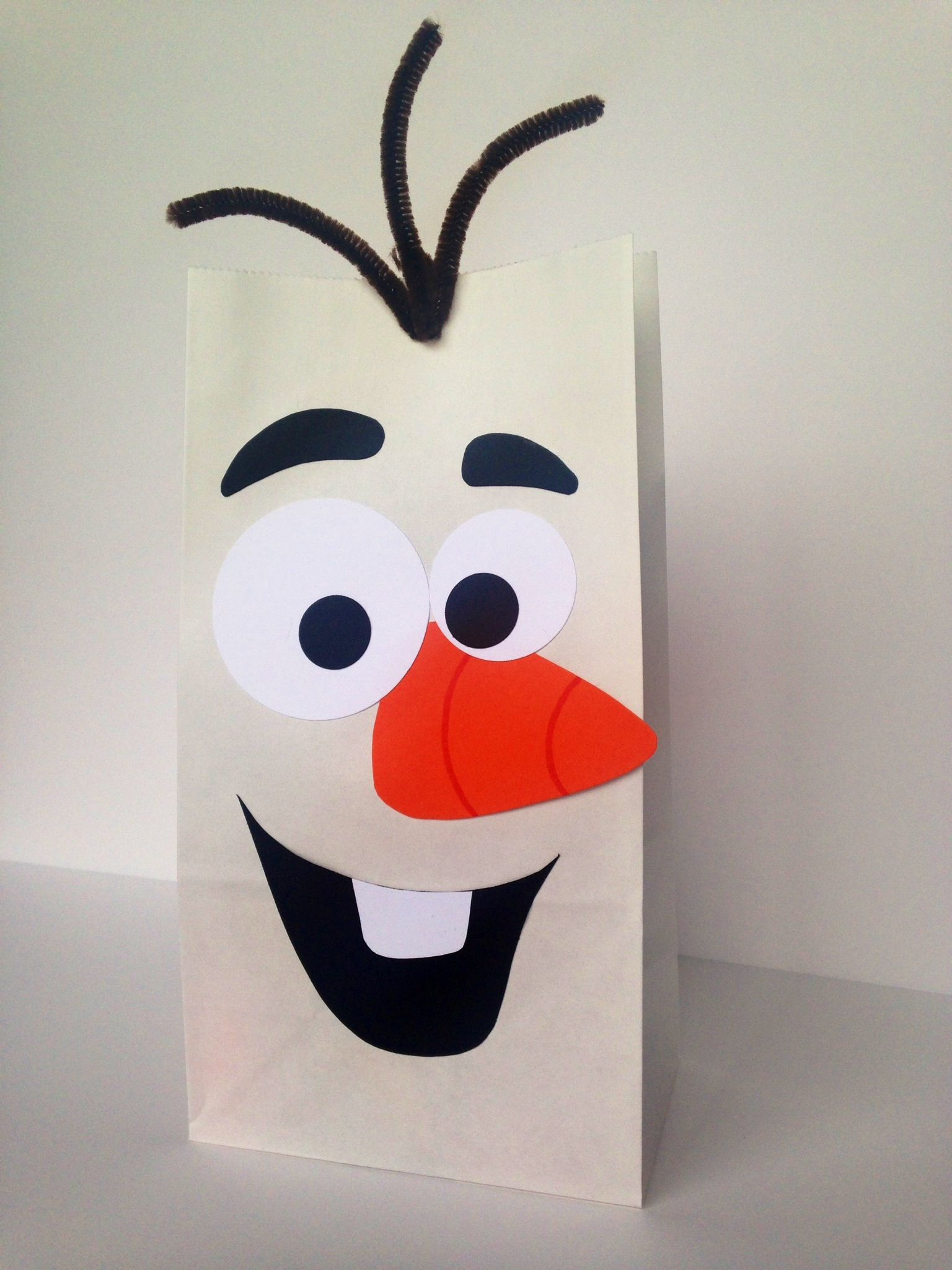 olaf treat bags with images  olaf party bags diy gift
