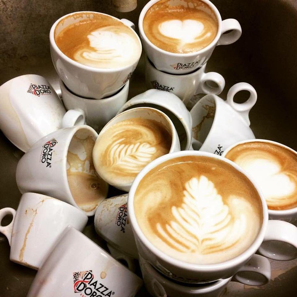 Trénujeme po práci...... #nocni #trenink #latteart #poradjecozlepsovat #cukrarnanatali #kralupy