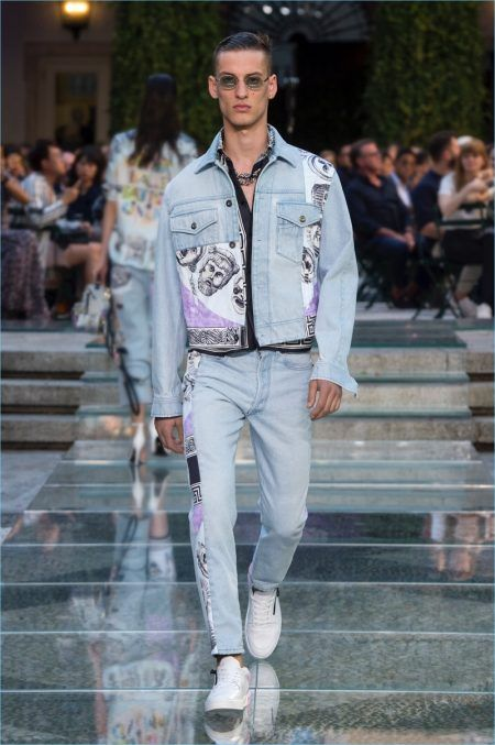 4e53c67cb3 Versace Homecoming: Explore the Brand's Print Heavy Spring '18 ...