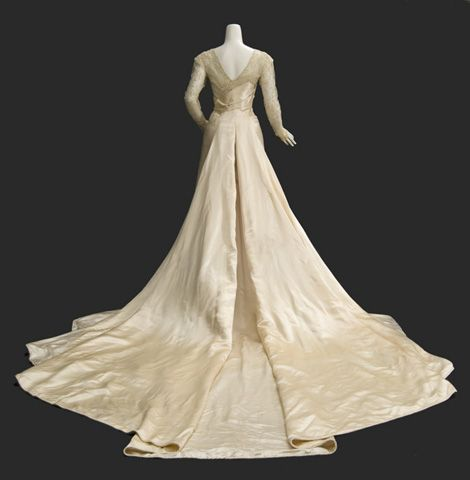 Satin and lace wedding gown, 1913-1917