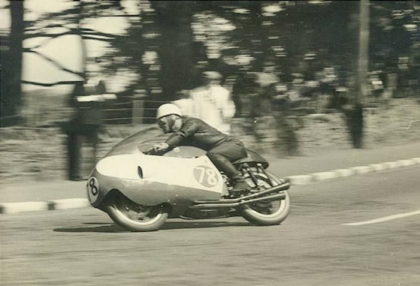 Dickie Dale on the Moto Guzzi V8 at the IOM 1957 Tt