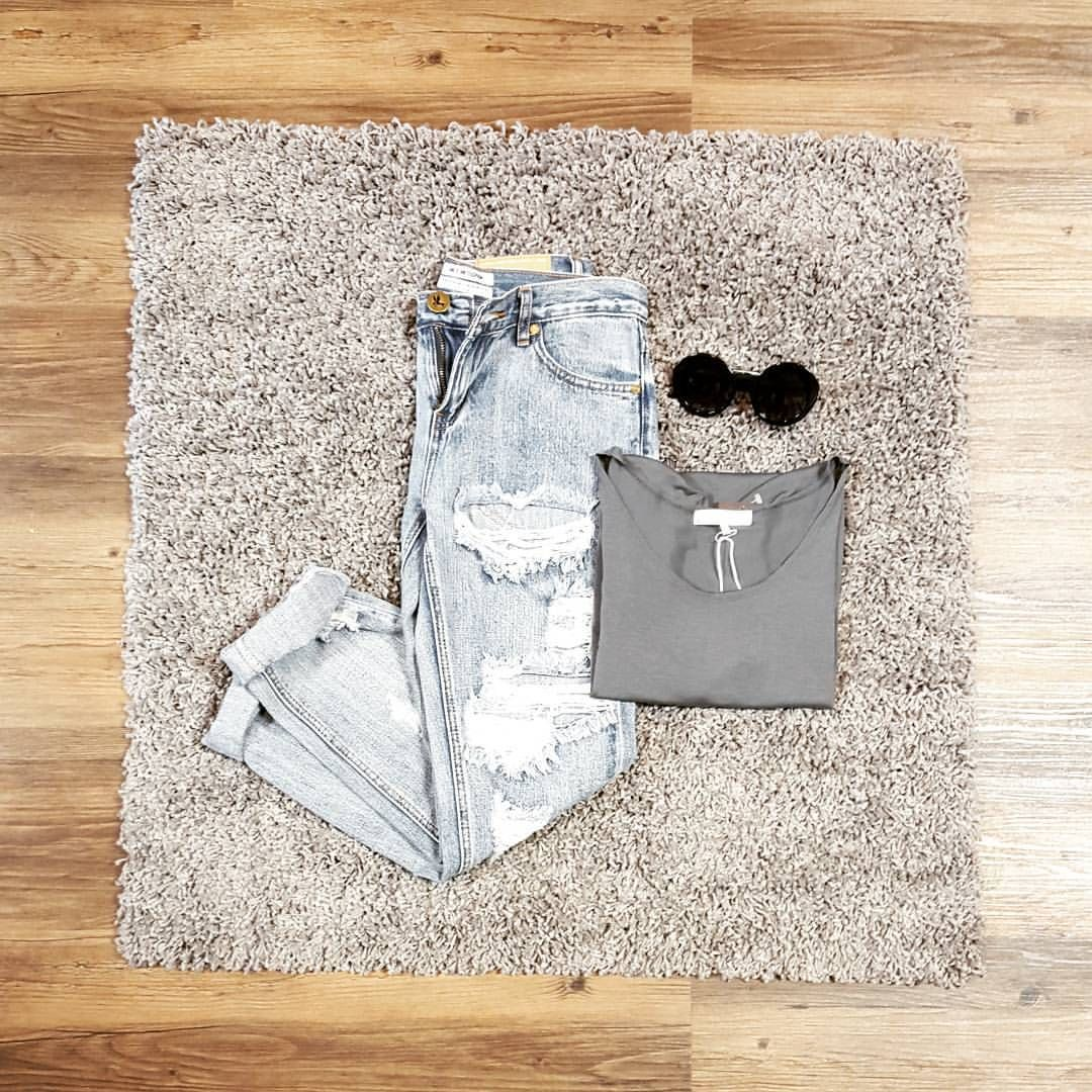 #ootd Dusty distressed baggies from @1teaspoon along with @joahbrown's smokey swing tea and #minkpink sunnies to complete this simplistic chic look! #summerinthecity #stylegram #oneteaspoon #freepeople #joahbrown #sunnies #cutoffs #fashionaddict #style #shopaholic #rippedjeans #denim #dtklove #kwawesome #shoplocal #sale #savings #startthecar