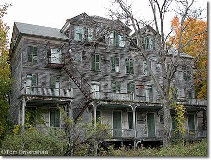 Abandoned old walloomsac inn bennington vt for Building a house in vermont