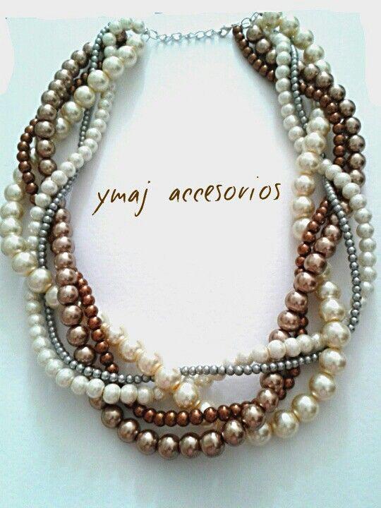 Collar en perlas.
