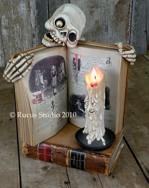Staging idea for your Halloween items Halloween Pinterest