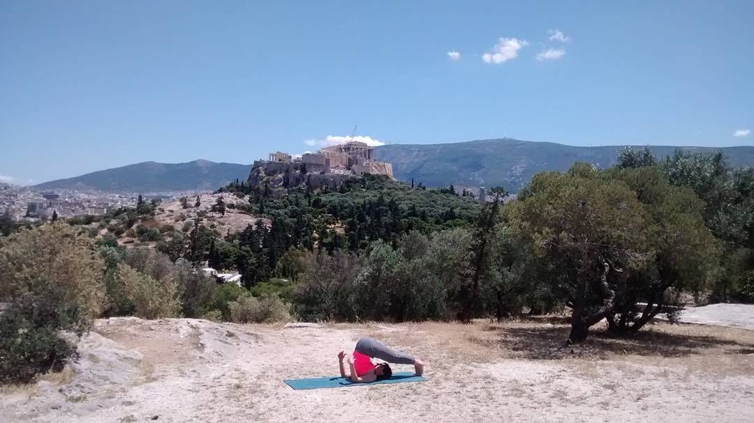 Healing #yoga after a city #cycling tour at #Filoppapou hill with #Acropolis at the background. The perfect spot to heal your #body and #mind #meditation #thisisathens #travelncycle