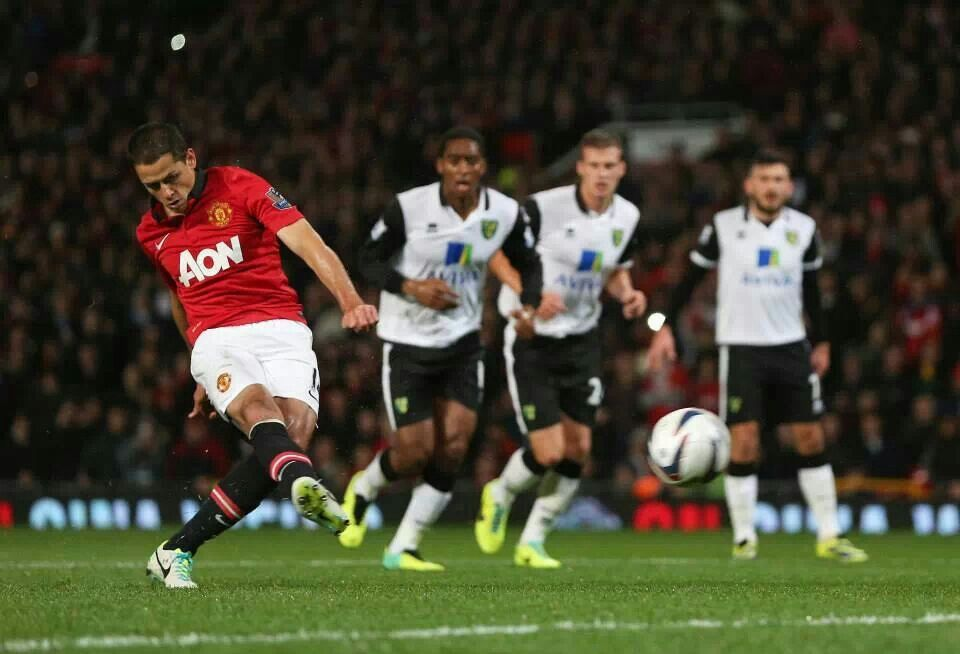 Chicharito scores on penalty kick to start Manchester United's 4-0 win over Norwich City in Capital One Cup.