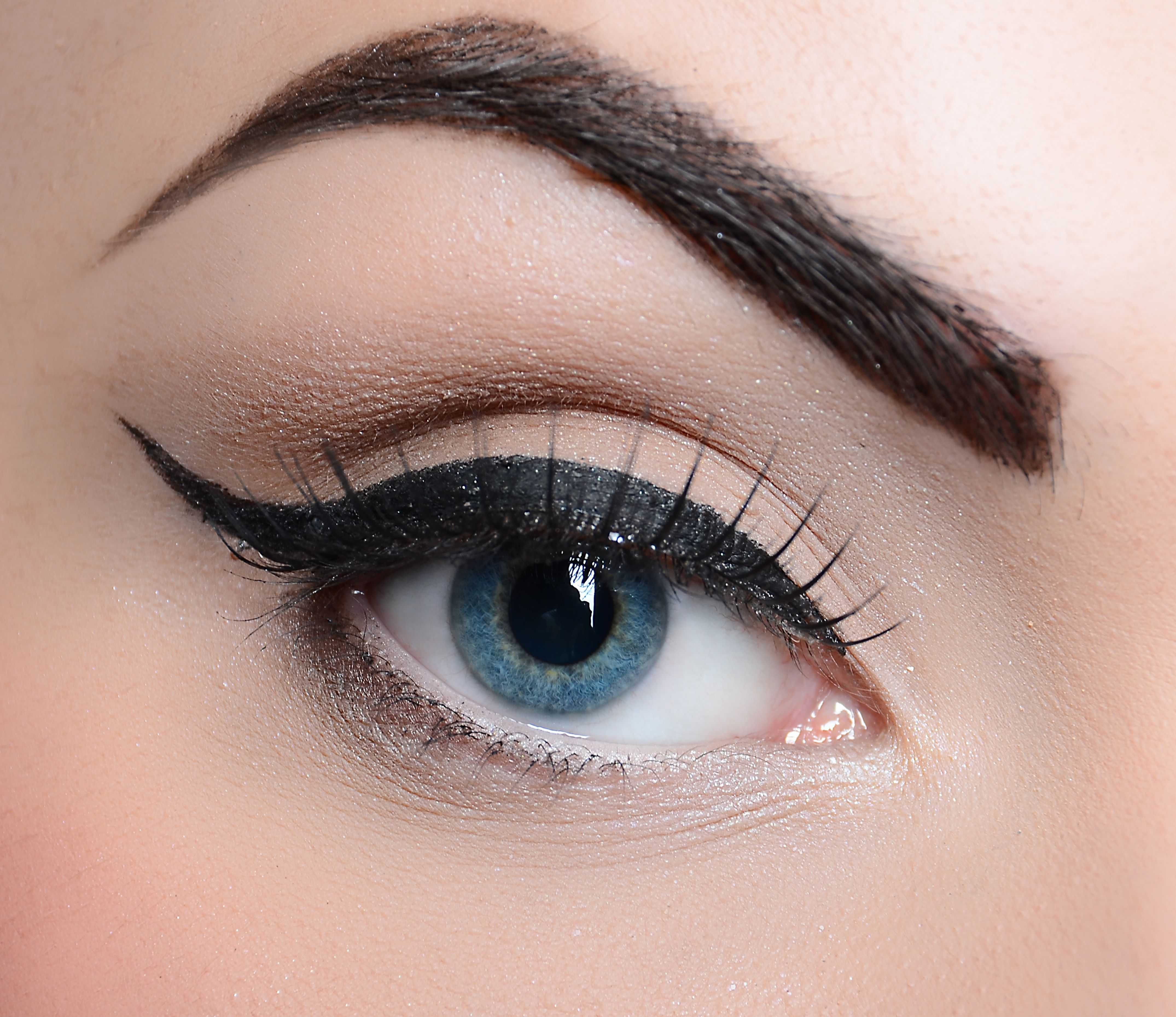 Beautiful Thick Eyebrow Shaping Wallpaper image, photo or picture