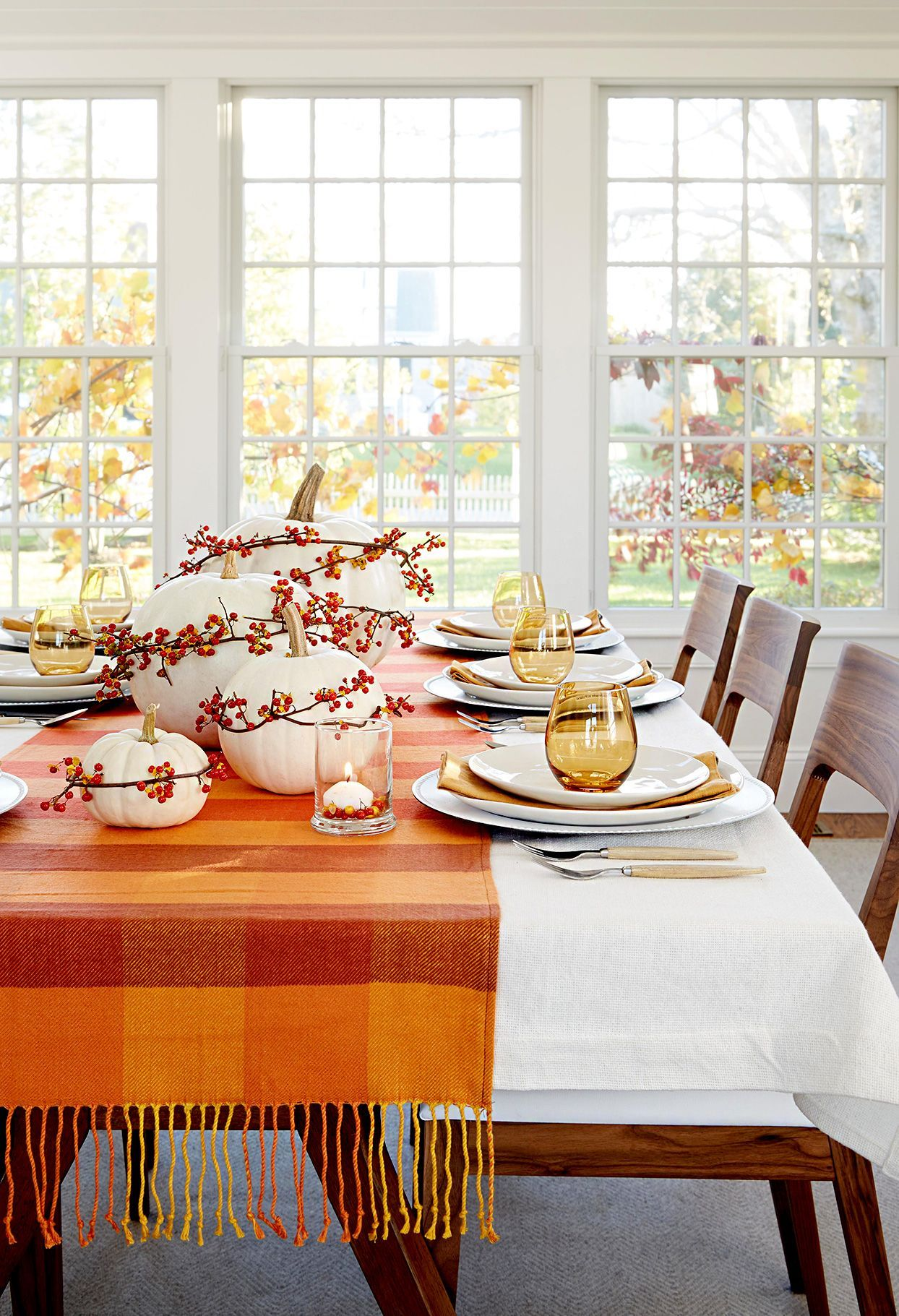 Beautiful Pumpkin Decorating Ideas to Get Your Home Ready for Fall #thanksgivingtablesettings If you're hosting Thanksgiving dinner this year, take notes from this effortless, simple Thanksgiving table setting. #fall #falldecor #pumpkin #pumpkindecor #pumpkindecorations #decoratingwithpumpkins #beautiful #bhg