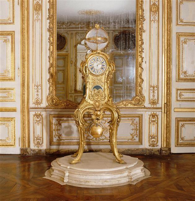 Pendule astronomique de Louis XV, cabinet de la Pendule, château de Versailles.  mécanisme (1749) et boîtier (1753  Par Jacques Caffieri (1678-1755), Philippe Caffieri, le Jeune (1714-1774), Louis Dauthiau (1730-1809) horloger et Claude-Siméon Passemant (1702-1769).