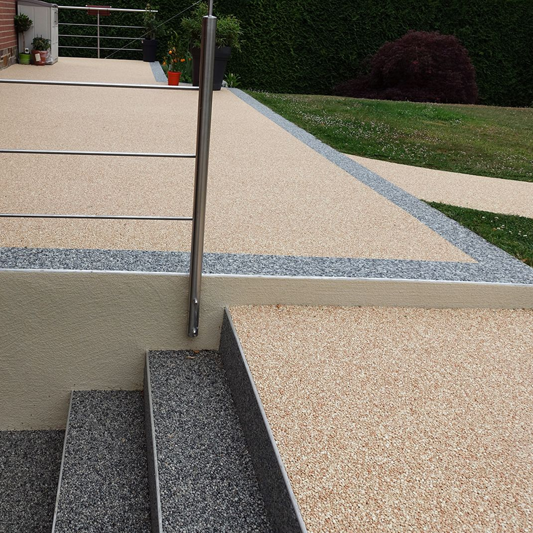 escaliers et terrasse en moquette de