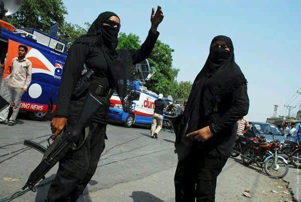 Pak Army Lady Pics: Lady Commandos In Pakistan