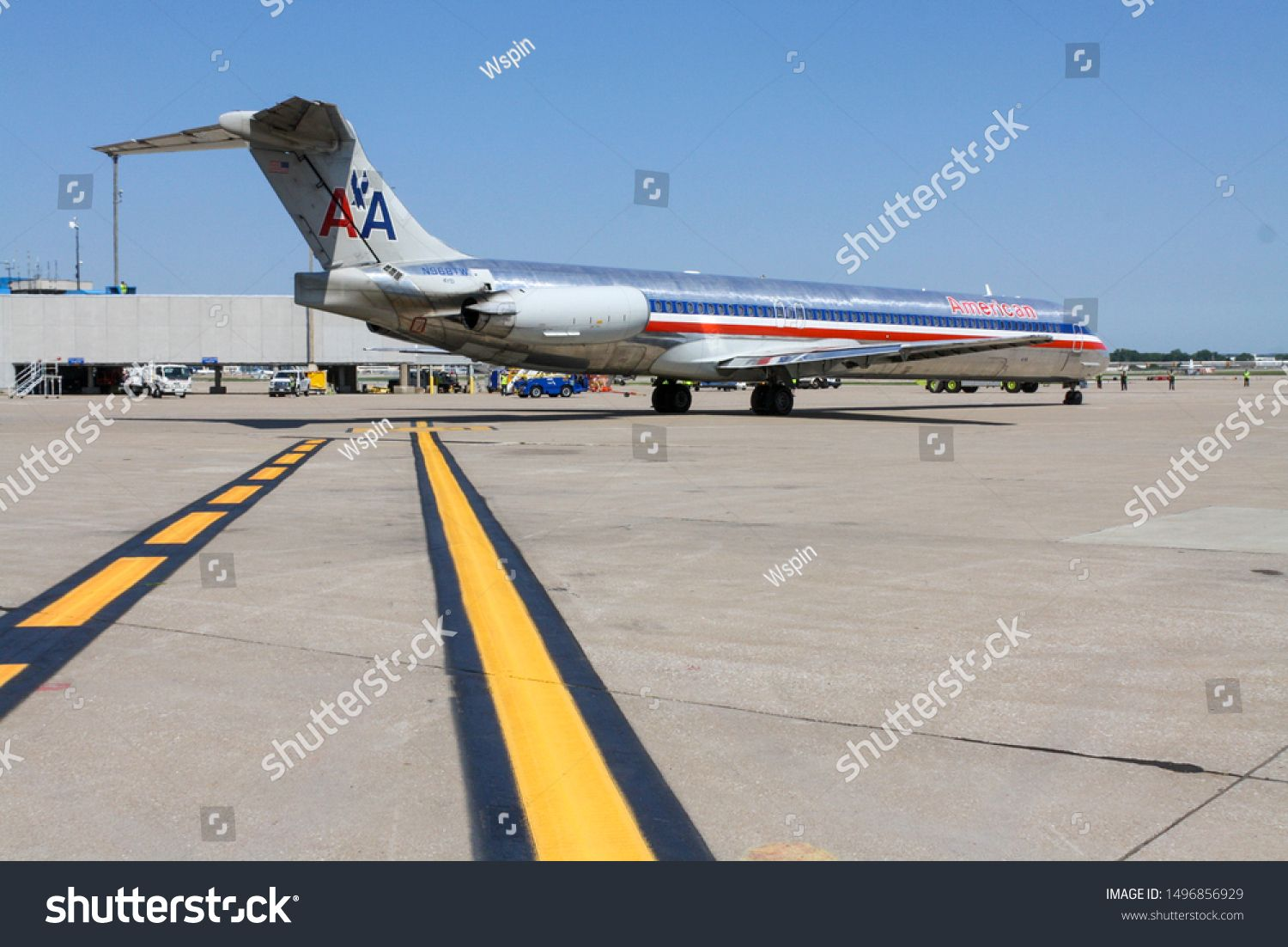 ST. LOUIS, MISSOURI American Airlines MD 80 American