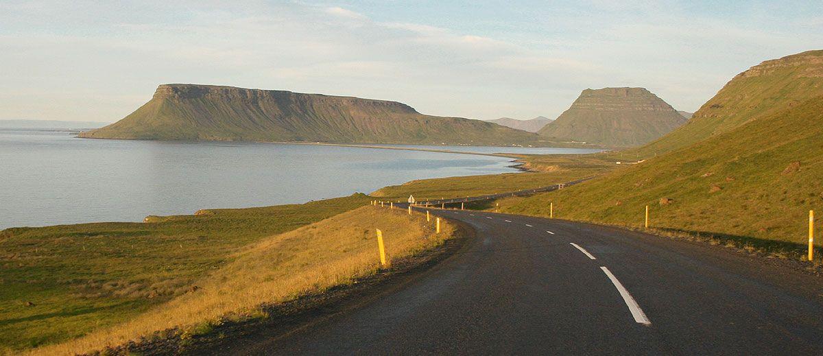 Conduzir (dirigir) na Islândia. Tudo para viajar 15 dias de carro: Ring Road e Fiordes Ocidentais. Fotos, melhores destinos, parques nacionais, cascatas, mapas, dicas e conselhos.