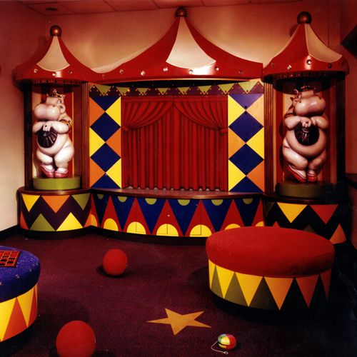 Straight Line Designs CircusThemed Waiting Room Newark Beth - Bizarre themed rooms
