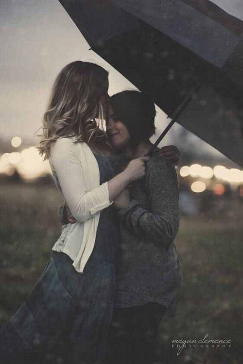 Μαύρο και άσπρο λεσβίες φιλί