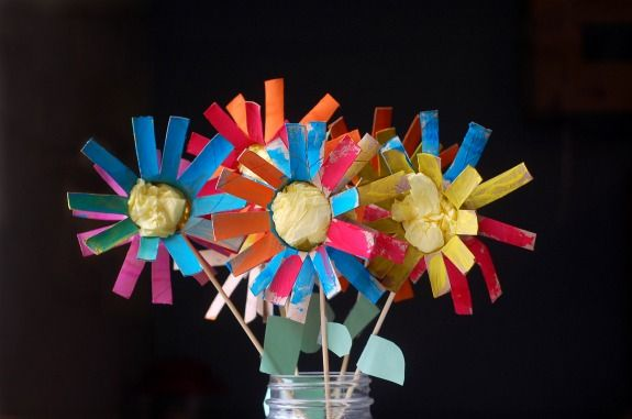 recycling paper: summer flowers for kids using toilet paper rolls