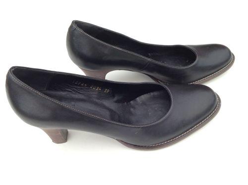 Billi Bi højhælet sko. Sort skind med høj hæl. Str. 39. Kun brugt få gange, købt lidt for små. Nypris kr. 999,-