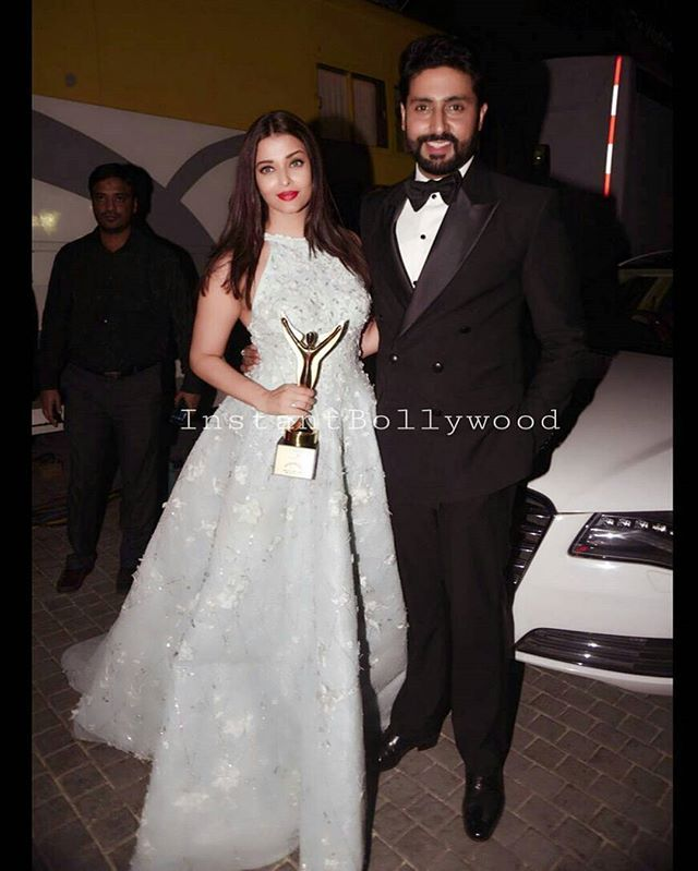 Aishwarya Rai Bachchan And Abhishek Bachchan Pose At The Stardust