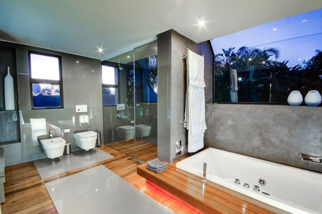 Parquet salle de bains stratifié en 24 photos inspirantes