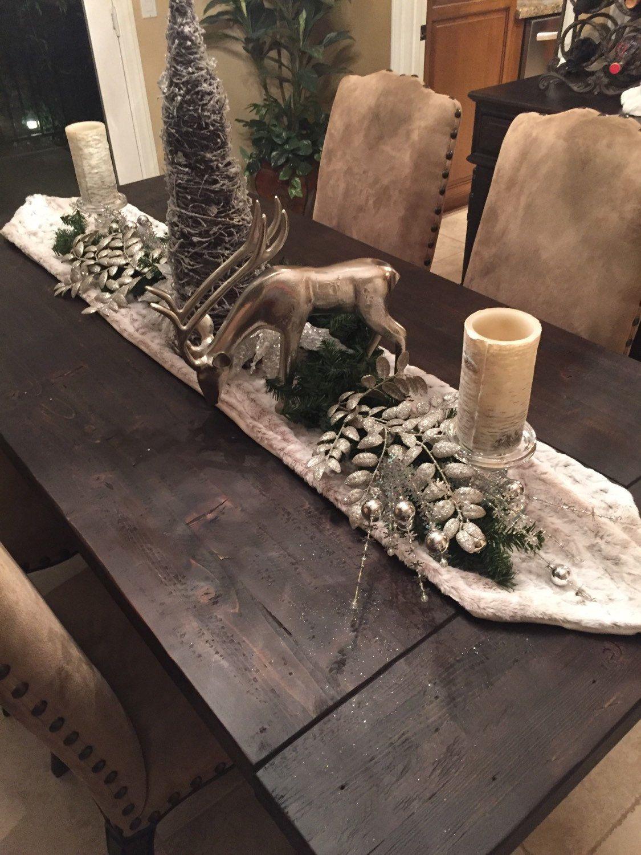 Pin By Mesamerci On Xmas Christmas Dining Table Decor Christmas Table Centerpieces Christmas Table Linen