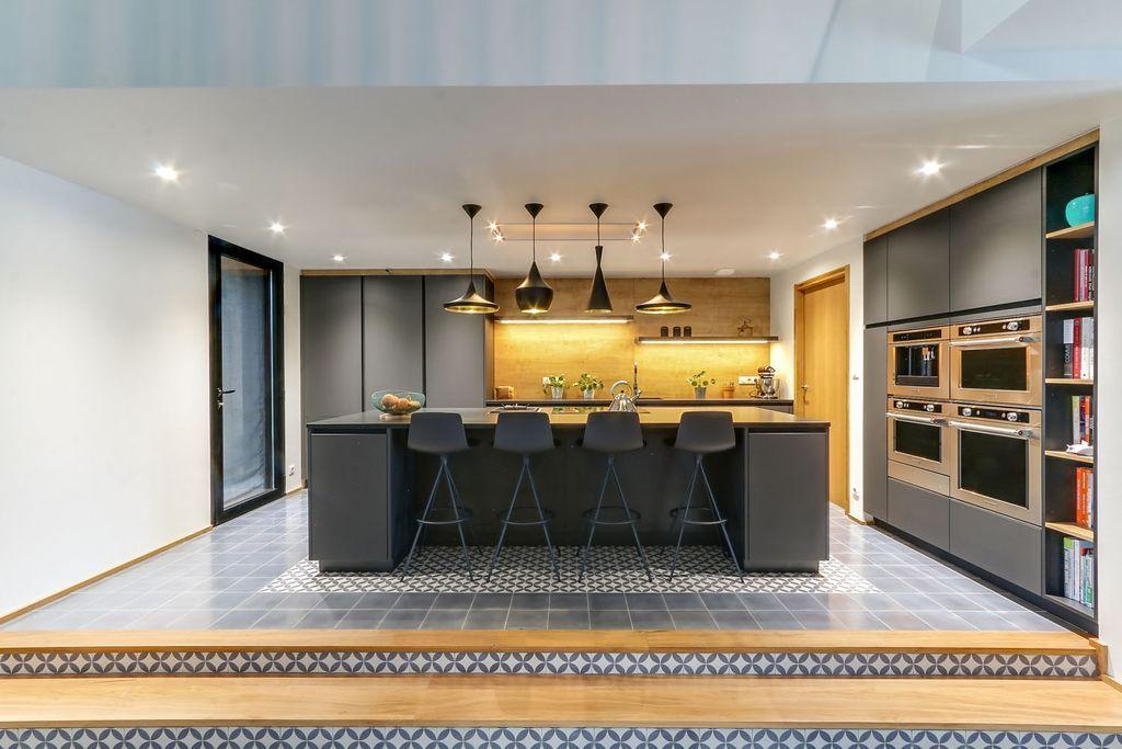 Cuisine #design grise SieMatic Pure ouverte avec un long #ilot