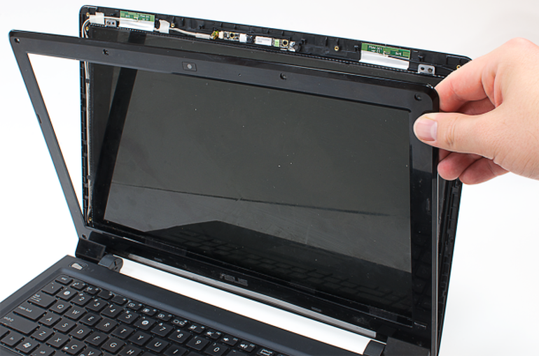A Cracked Screen Can Make A Laptop Unusable Luckily You Can Fix It Bill Detwiler Gives You Step By Step Instructions For Replacing A Bro Macbook Teknik Acer
