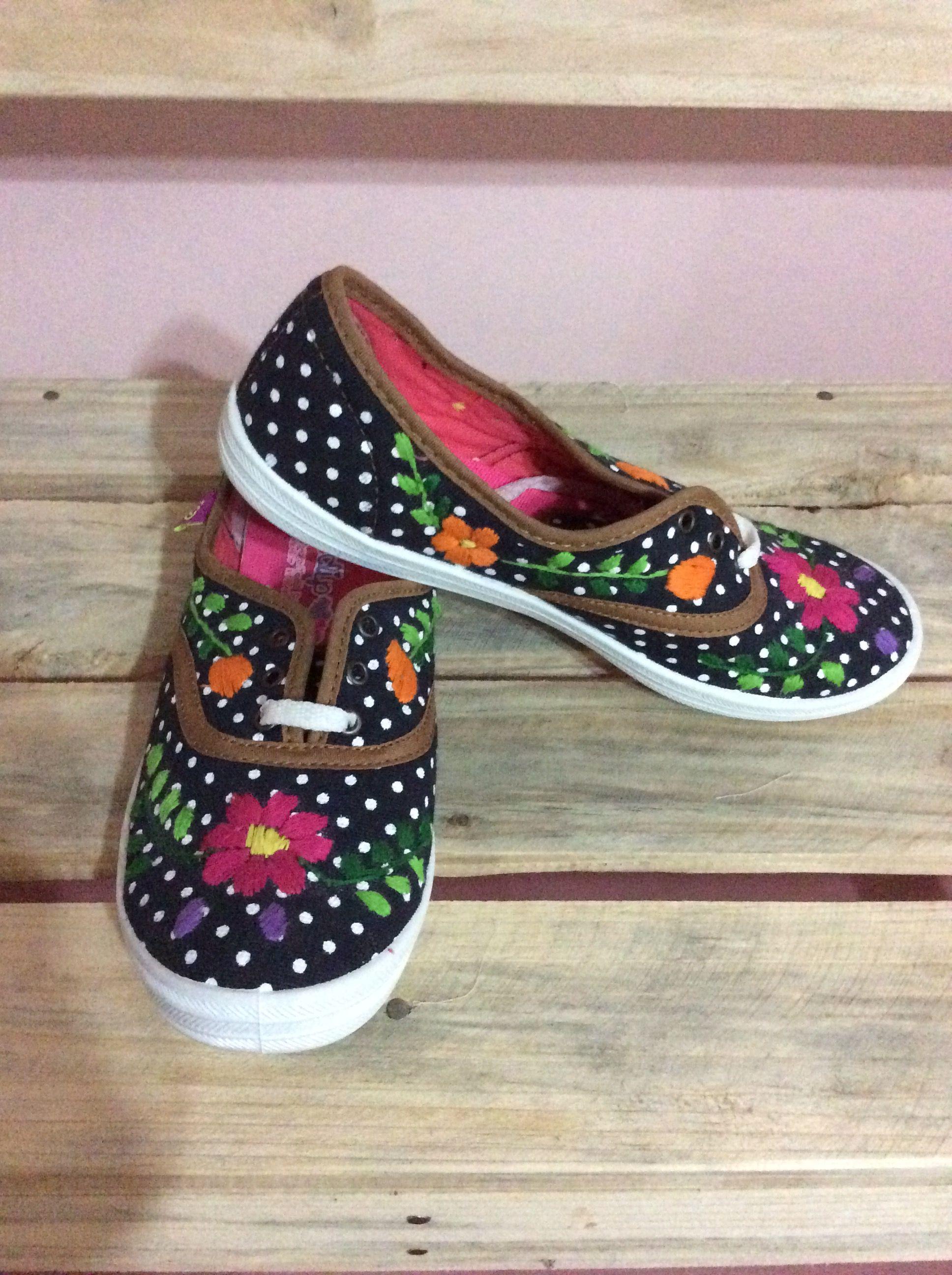 57dd2ee58f4 Seda hecho a mano diseño único bordado regalo mujer - buena vieja rosa y  zapatillas