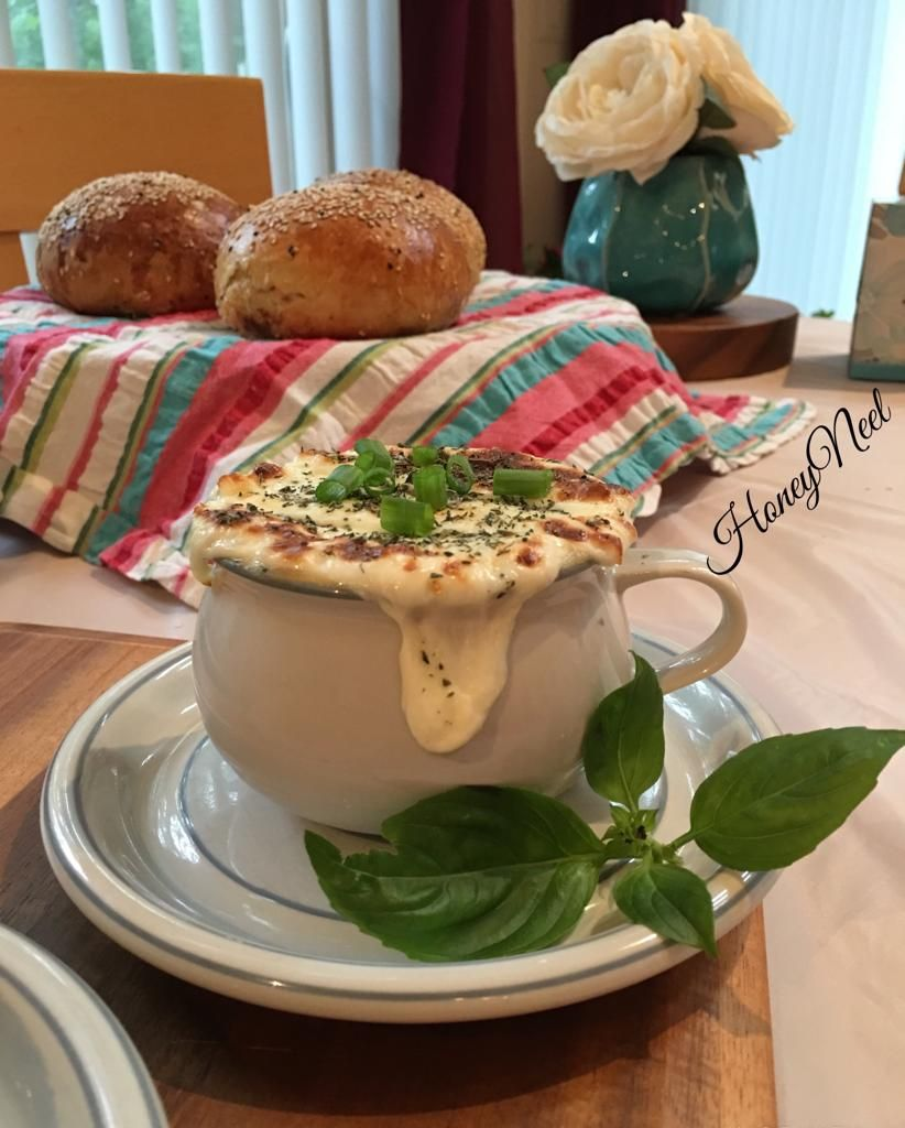 Great Recipe Of French Onion Soup أطيب وصفة لشوربة البصل Please Subscribe Share Like الرجاء الاشتراك والاعجاب والمشاركة Recipes Great Recipes Onion Soup