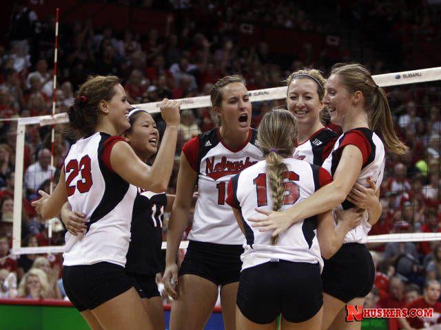 Huskers Down No 17 Iowa State University Of Nebraska Iowa State Volleyball Players Kelsey Robinson