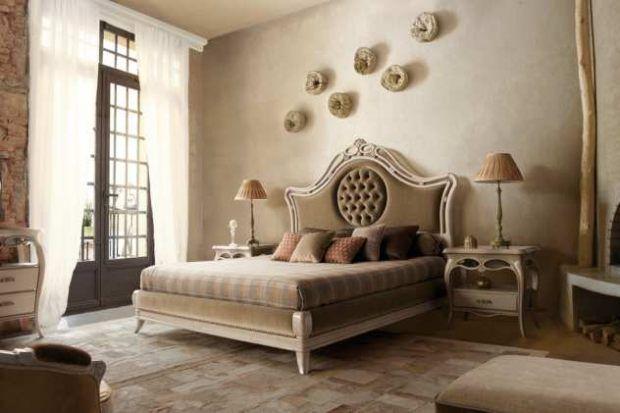 Schlafzimmer Design Bett Mit Hohe Kopfteil Braun Beige Teppich Geschwungen