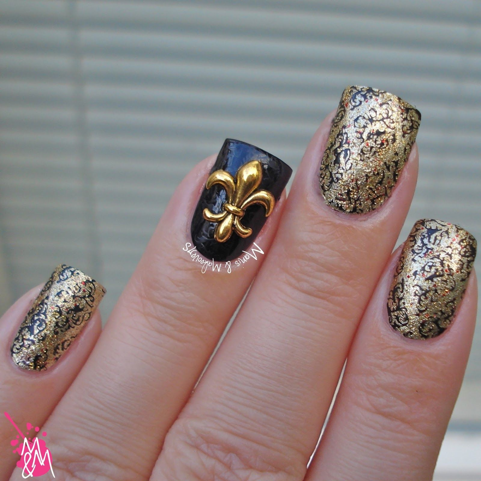 LadyQueen Fleur-De-Lis Charm  http://www.ladyqueen.com/1pc-punk-rock-heart-cross-army-flower-metal-alloy-3dnail-decoration-nail-sticker-nail-art-na0598.html