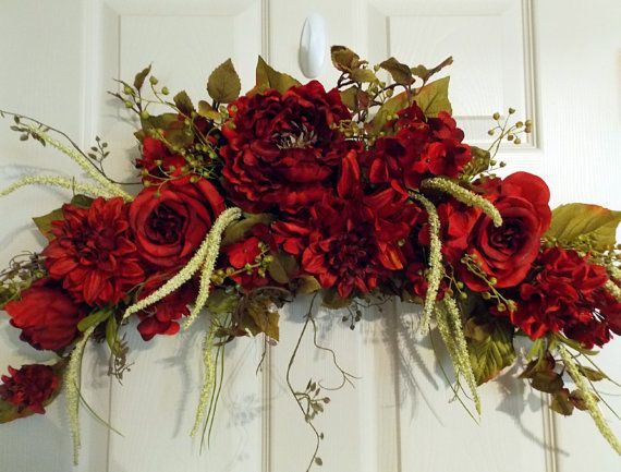 Pin By Liz Brown On Splendid Ribbon Bows Amp Wreaths Floral Wreaths Christmas Swags