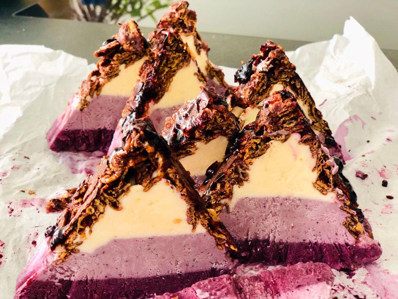 Heidelbeere Mascarpone Schoko Crunchies Eistorte Die Kann Man Super Einfach Vorbereiten In Stucke Teilen Und Dann Portionsweise Kuchen Rezepte Kuchen Und Kreative Kuchen