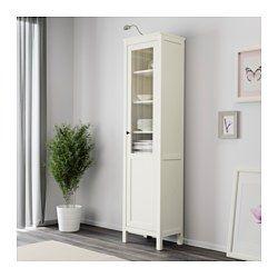 IKEA - HEMNES, Kaappi umpi-/vitriiniovi, valkoiseksi petsattu, , Massiivipuu antaa tuotteelle luonnollisen ilmeen.Umpi- ja vitriiniovien ansiosta osan tavaroista voi tarpeen tullen pitää esillä, osan ovien takana piilossa.Oven voi asentaa oikea- tai vasenkätiseksi käytettävissä olevan tilan mukaan.Vaimentimien ansiosta ovi sulkeutuu hitaasti, hiljaa ja pehmeästi.Saranat on helppo asentaa napsauttamalla. Ruuveja ei tarvita.Siirrettävien hyllylevyjen ansiosta hyllyvälejä on helppo säätää…