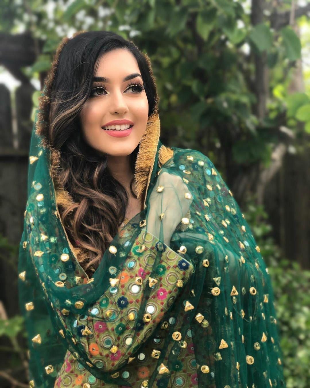 Marvieanmoll | Afghan girl, Afghan dresses, Beautiful girl