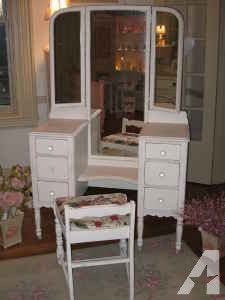 Antique White Vanity With Tri Fold Mirror And Bench 425 Glen Mills Shabby Chic Dresser Vanity Table Vintage White Vanity Table