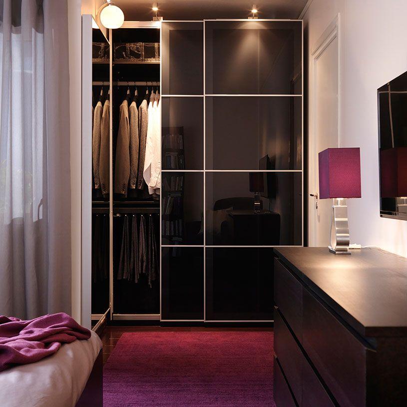 Armoire PAX brun-noir avec portes coulissantes UGGDAL en verre gris - armoire ikea porte coulissante