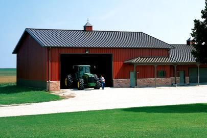 Best Colors Traditional Barn Red Dark Grey Roof Lake 400 x 300