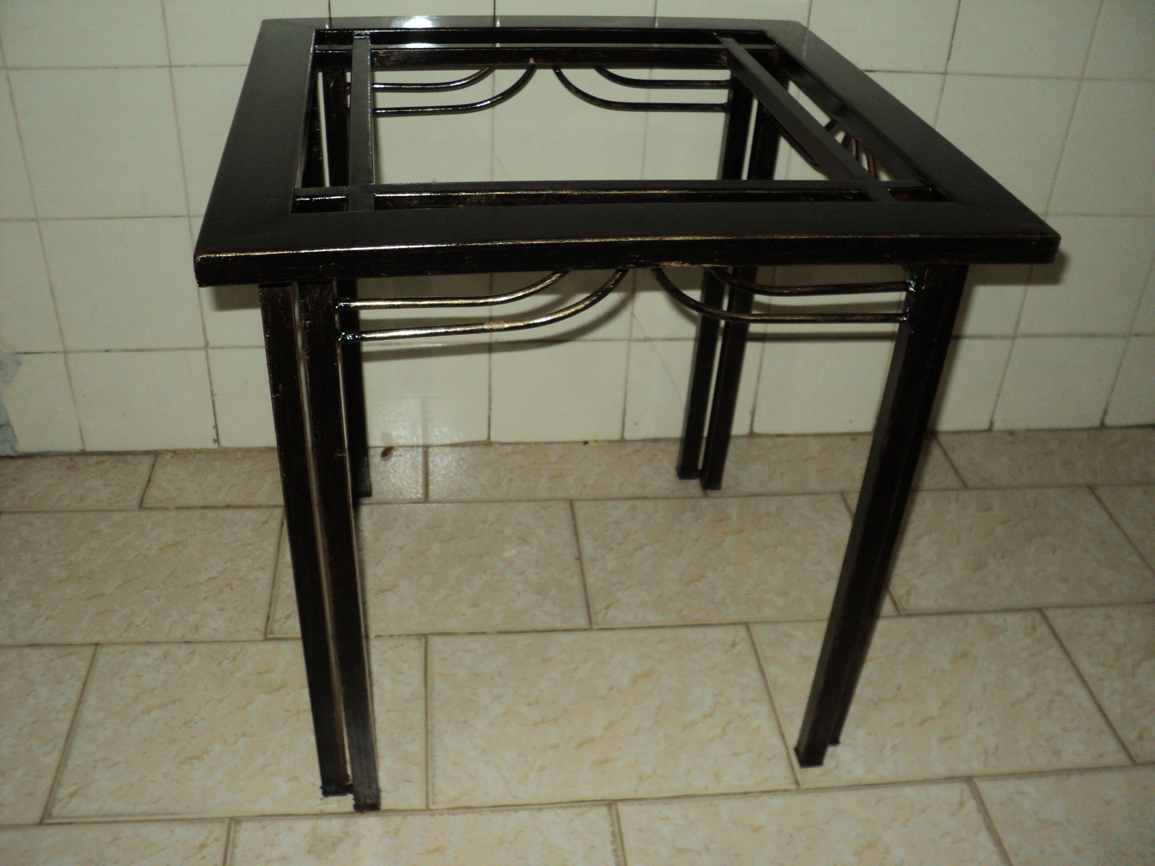 Mesa de canto ferro e vidro