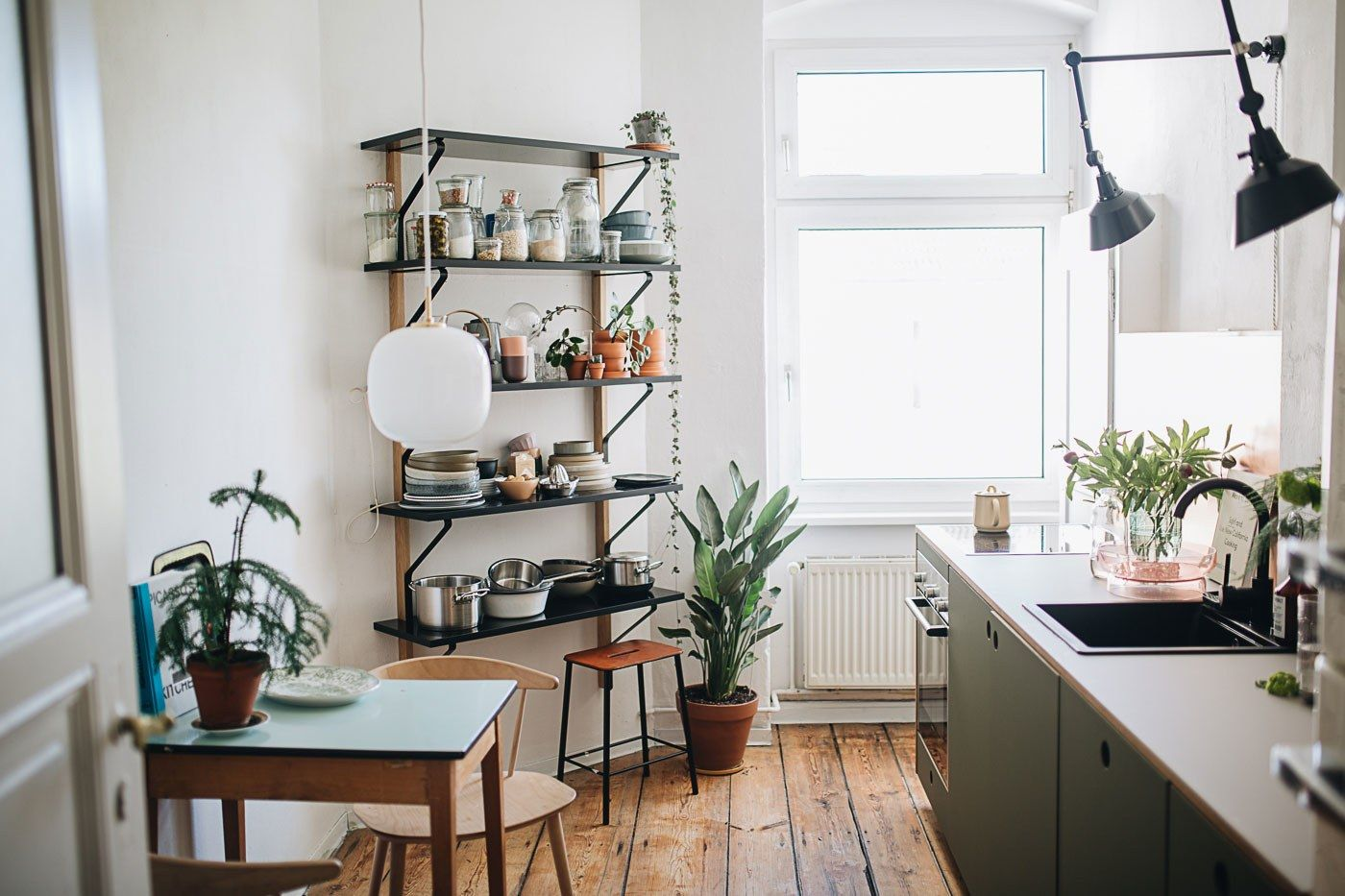 A Small Berlin Kitchen Gets An Earthy Makeover Kitchen Design Small Kitchen Design Kitchen Remodel Small