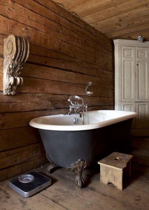 14 Marvelous Rustic Costal Home Decorating Ideas: Intérieur Chalet Baignoire Rétro En Fonte *