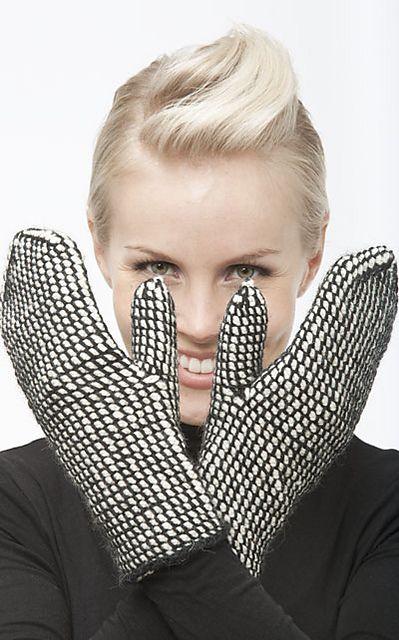 Ravelry: Koukutut lapaset pattern by Minna Metsänen Novita kevät 2012 lanka 7 veljestä vaihda väritys