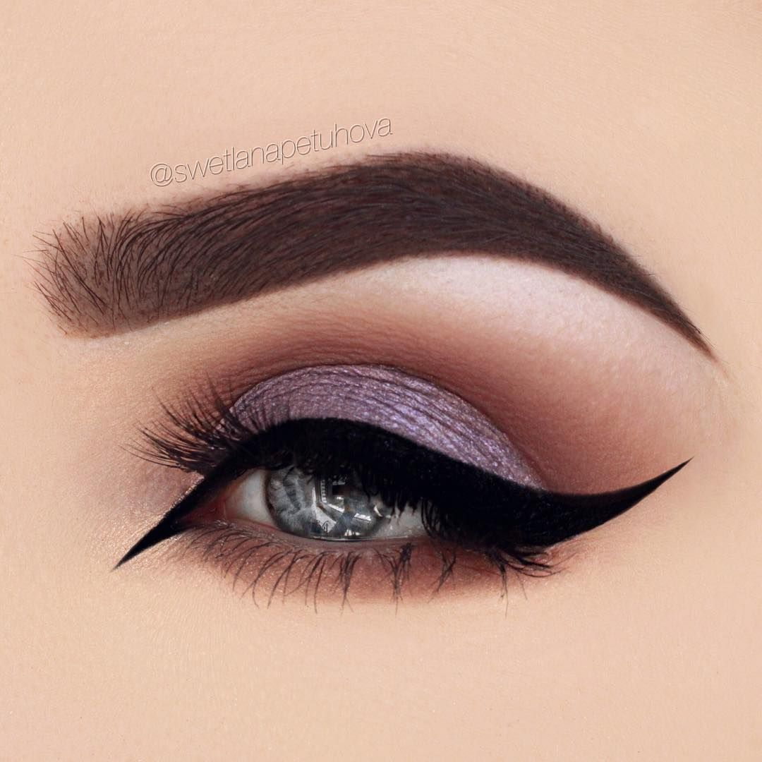 Eye makeup can take your makeup game to another level. It's either make it or break it when it comes to eye makeup, really. Things can go horribly wrong. If you try and attempt things that you aren't too sure of, you might have yourself ready for a halloween party, rather than for work. Worry …