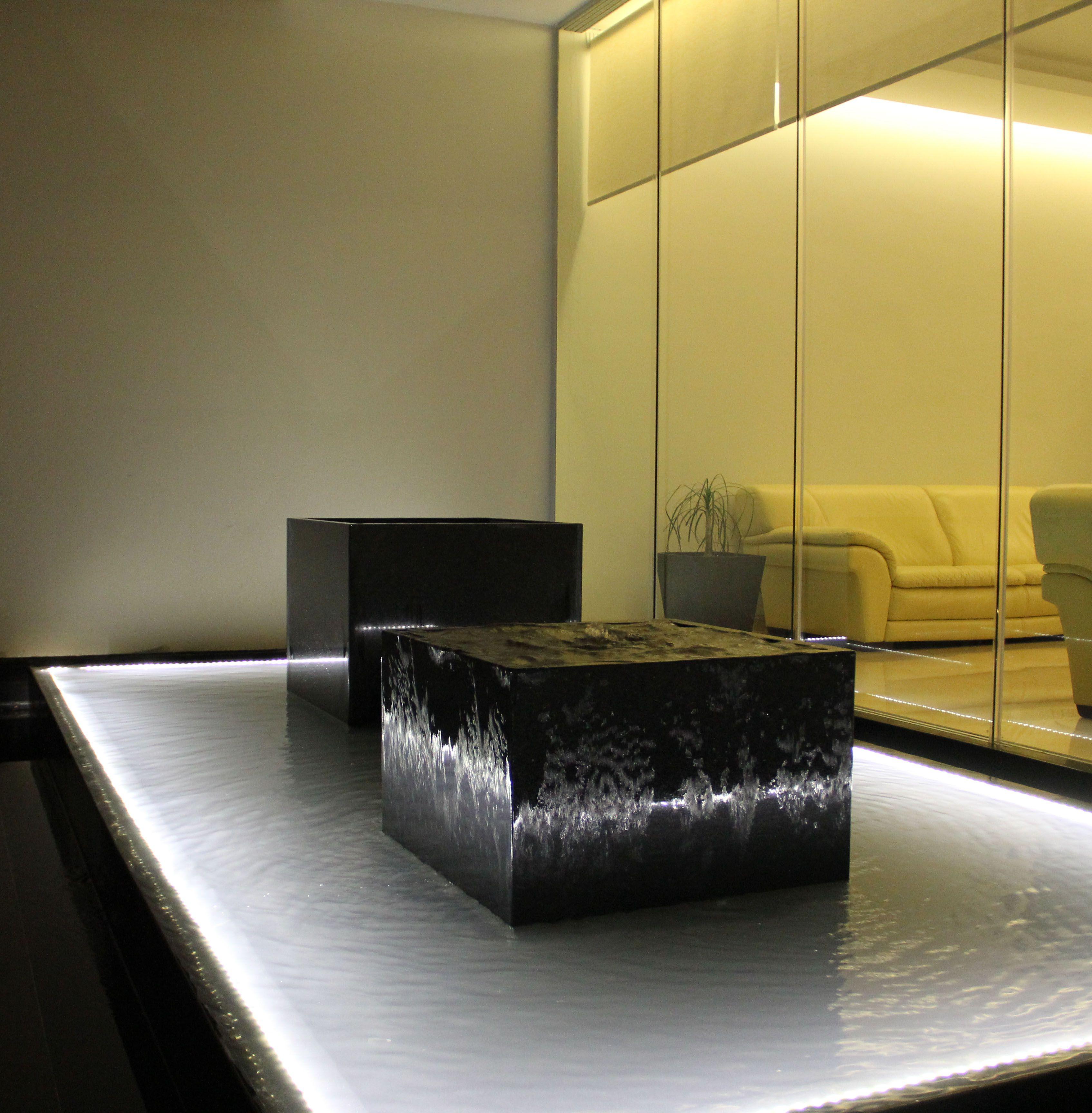 Espejo de agua recepcion pinterest espejo de agua for Espejos en interiores