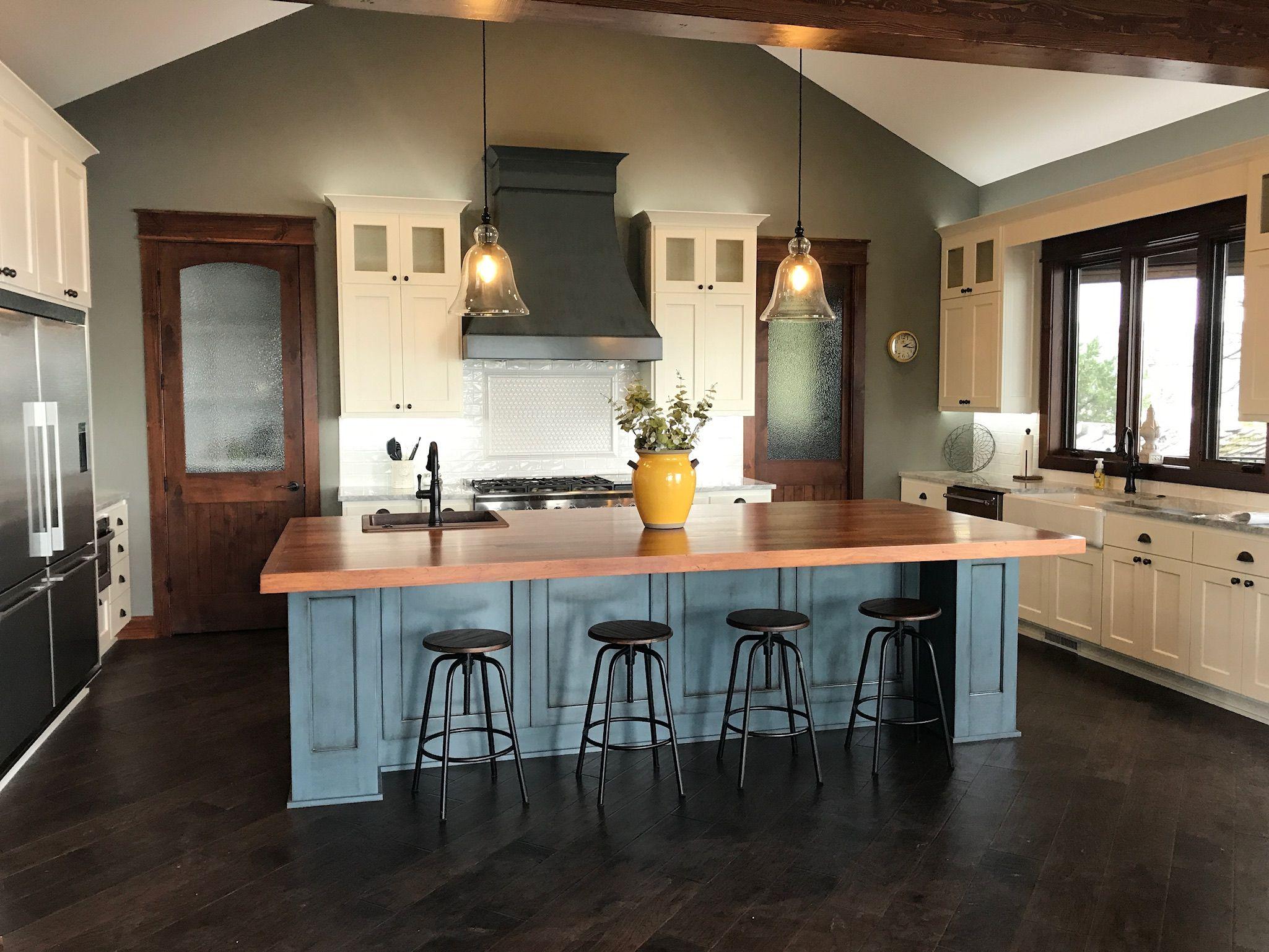 Lake house kitchen Open floor plan