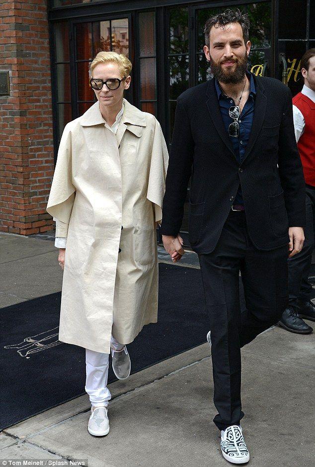 Tilda Swinton Suits Up In White As She Joins Sandro Kopp For A Stroll Tilda Swinton Stylish Celebrities Fashion Couple