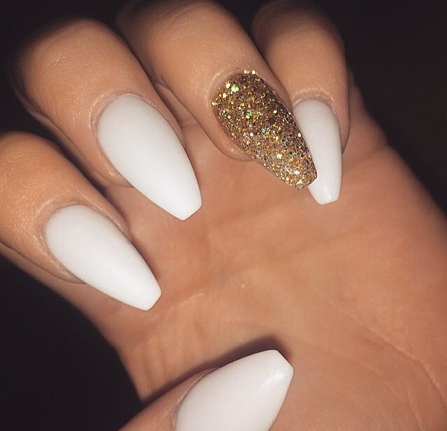 White Gold Glitter Nails To See More Follow Kiki Slim Gold Glitter Nails Gold Nails White Acrylic Nails