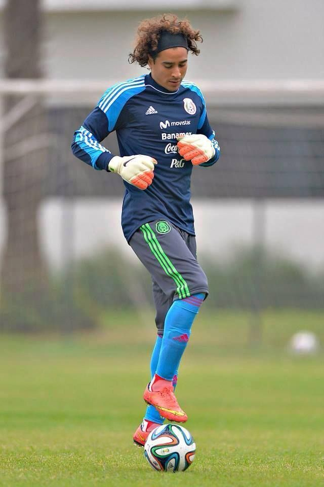 Mexico Memo Ochoa Goal Keeper Seleccion De Mexico Mejor Portero Del Mundo Futbol Femenino