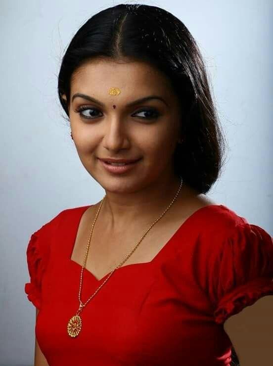 Nude actress saranya mohan